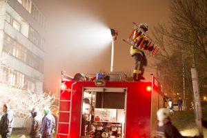 Ugniagesiai išsiųsti gesinti buto Varniuose