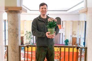 Kviečia gėlėmis pradžiuginti ligonius