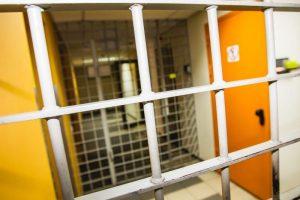 Kas suvaldytų narkotikų vartojimą ir ŽIV plitimą kalėjimuose?
