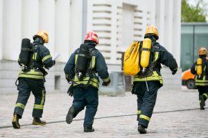 Kauno ugniagesiai gelbėtojai nusikaltimo vietoje sulaikė įtariamus vagis