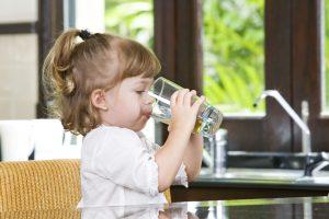 Vanduo: iš butelio ar čiaupo?