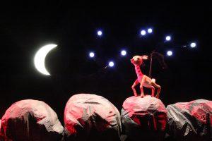 Lėlių teatre – pasaka apie žmogaus pareigą mylėti