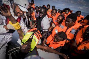 Iš Afrikos į Europą bėgantys vaikai kelionei užsidirba vergaudami