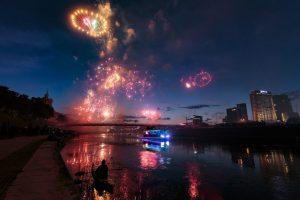 Valstybės dienos renginius sostinėje vainikavo įspūdingi fejerverkai