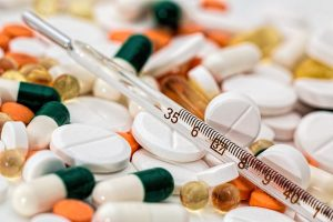 Savarankiškas gydymasis antibiotikais: kuo rizikuojame?