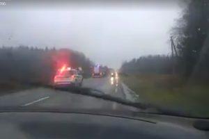 Tragiškai pasibaigęs manevras kelyje: mašinų kaktomuša pareikalavo vyro gyvybės
