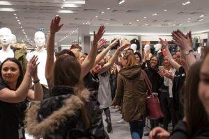 Kauniečiai išprotėjo dėl naujos drabužių parduotuvės