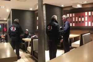 """Akibrokštas restorane """"McDonald's"""": klientą išvarė dėl netinkamos aprangos?"""