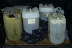 Kretingiškės mašinos bagažinėje - beveik 100 litrų dyzelino be įsigijimo dokumentų