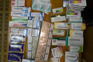 Turguje sulaikytos nelegalių vaistų pardavėjos