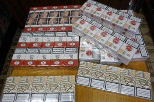 Tauragės pareigūnai iš apyvartos išėmė 9 699 cigarečių pakelius ir 76 litrus spirito