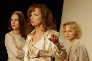Teatro scenoje – jaudinančios trijų moterų istorijos