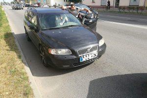 """Girtas """"Volvo"""" vairuotojas mojavo pareigūnams ir buvo sulaikytas"""