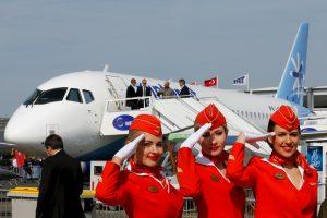 """Teismas neleido """"Aeroflot"""" reglamentuoti stiuardesių kūno apimčių"""