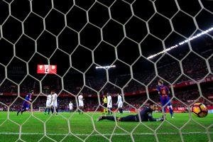 """""""Barcelona"""" laimėjo Sevilijoje ir neleido atitrūkti """"Real"""" klubui"""