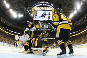 "NHL Stanley taurės finalą pergale pradėjo ""Penguins"""