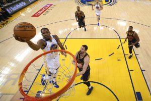 "NBA finalas prasidėjo ""Warriors"" pergale"