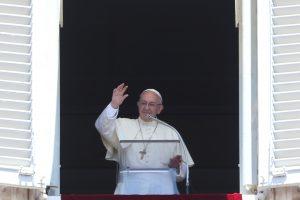 Popiežius paragino aktyviau kovoti su prekyba žmonėmis
