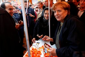 A. Merkel: taika Rytų Ukrainoje yra būtina, kad būtų atšauktos sankcijos Rusijai