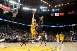 Absoliutus NBA lyderis pergalę iškovojo po pratęsimo