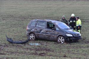 Vėjas nuo kelio nupūtė klaipėdietės automobilį