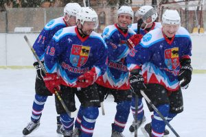 Ledo ritulio čempionate startavo atkrintamosios varžybos