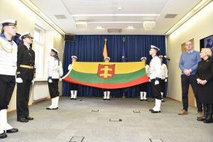 Legendinę karo laivo vėliavą eksponuos Klaipėdoje