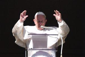 Popiežius per naujametines mišias aukštino motinystę