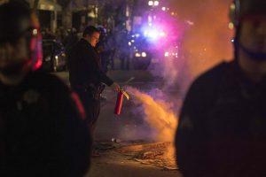 Kalifornijoje per gaisrą reivo vakarėlyje žuvo devyni žmonės, apie 15 dingę