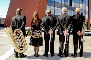 Intriguoja naujas Brass kvinteto skambesys