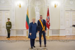 Š. Jasikevičiui Prezidentė įteikė garbingą apdovanojimą