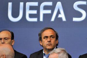 Nešlovę užsitraukęs M. Platini sakys kalbą prieš UEFA prezidento rinkimus