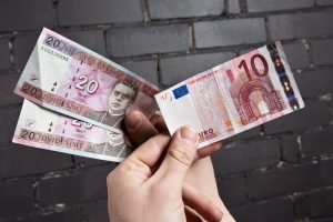 Ekspertai: persilaužimas dėl euro jau įvyko