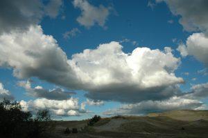 Kas gali priversti debesis lyti?