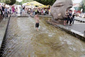 Rengiasi įjungti miesto fontanus