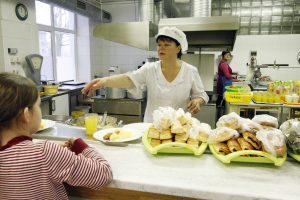"""Globojamų vaikų maitinimui mokyklose – ministerijos """"ne"""""""