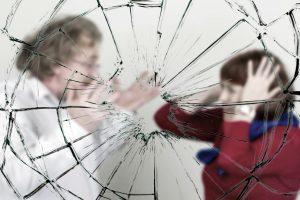 Nuo smurtautojo spruko pro langą