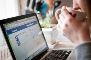 """""""Facebook"""" sulaukė rimtų įtarimų"""