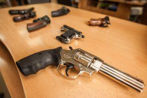 Žvalgybos pareigūnams leista naudoti ne tik ginklus, bet ir specialiąsias priemones