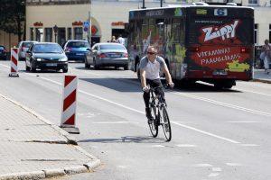 Kodėl dviratininkai negali važiuoti kairiąja kelio puse?
