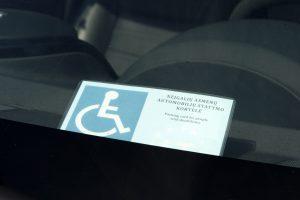 Klaipėdos neįgalieji gėdijasi žymėti automobilius