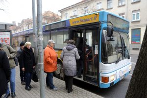 Lėšas naudos ir autobusų bilietų kompensacijoms