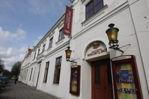 Klaipėdos koncertų salės fasadą nuniokojo vandalai