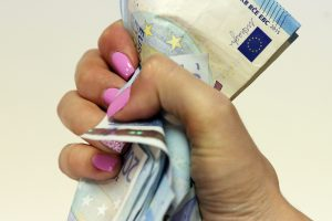 Kokie yra vyrų ir moterų atlyginimų skirtumai?