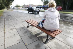 Prie autobusų stotelių – daugiau suoliukų