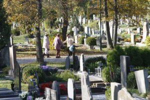Klaipėdos kapinėse – žmonių antplūdis