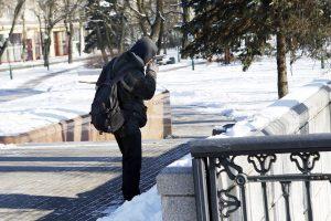 Šaltis skina nepastovinčius ant kojų