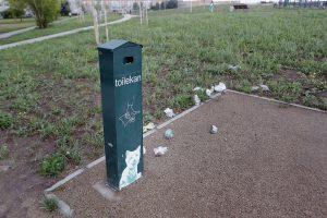 Šiukšliadėžės Sąjūdžio parke – tik dėl vaizdo?