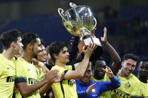 """""""Inter"""" pirmą kartą iškovojo L. Berlusconio taurę"""