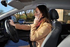 Mobilusis prie vairo – avarija už kampo